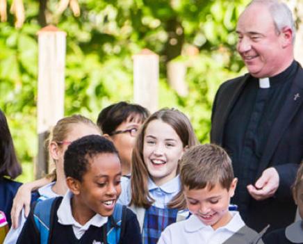 colegios-discipulos-queen-apostles-catholic-parish-school